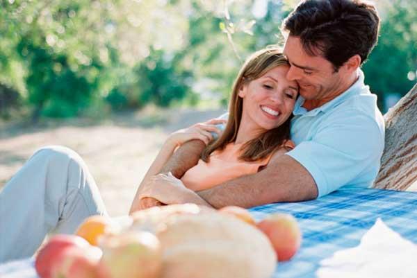 casal feliz com relação saudável